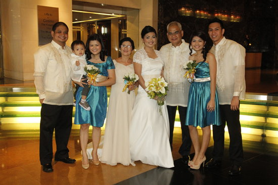 AG New World Manila Bay Hotel:                   family at the lobby