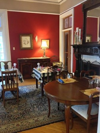 Hochelaga Inn:                   breakfast area