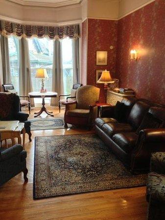 Hochelaga Inn:                   lobby