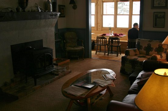 Elk Mountain Lodge :                                     living room