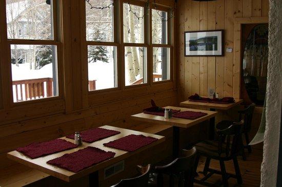 Elk Mountain Lodge:                                     breakfast sun room