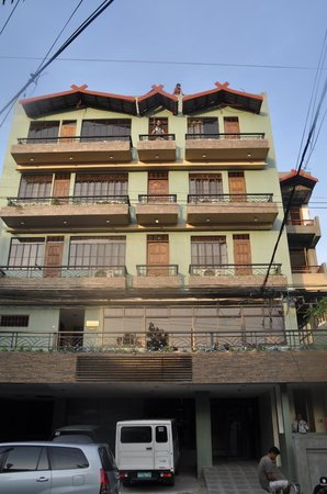 Makabata Guesthouse & Cafe:                   Front of building