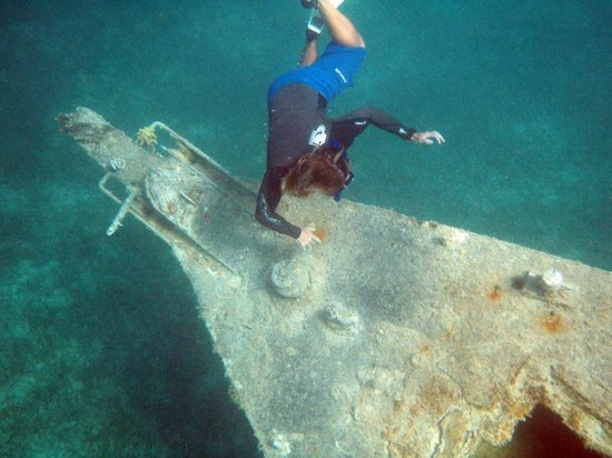 White Sand Water Sports :                                     Checking out a wreck