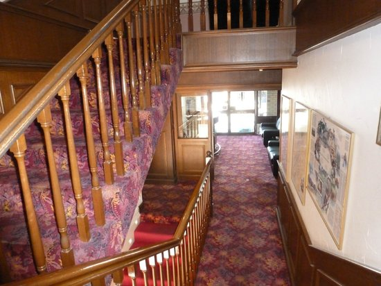 Ensenada Motor Inn and Suites :                                     Stairs from the lobby - no elevators...
