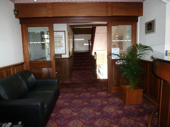 Ensenada Motor Inn and Suites :                                     Lobby to the stairway