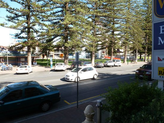 Ensenada Motor Inn and Suites :                                     If you had a front room - park view across the street