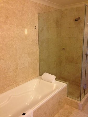 Duxton Hotel:                                     Suite bathroom