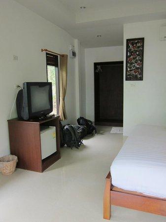 Pinky Bungalows:                                     Nice room
