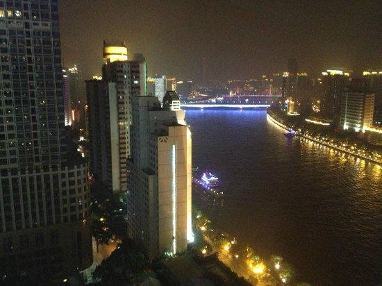 Landmark Canton Hotel: Pearl River night view