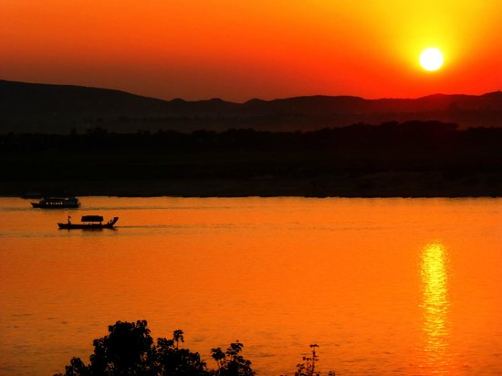 Ayarwaddy River View Hotel: Sunset