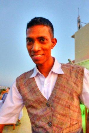 Ayarwaddy River View Hotel: Server