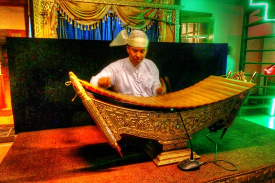 Ayarwaddy River View Hotel: Music on rooftop