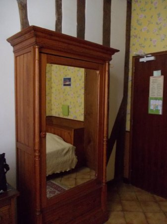Hotel Stella:                                     Room 10