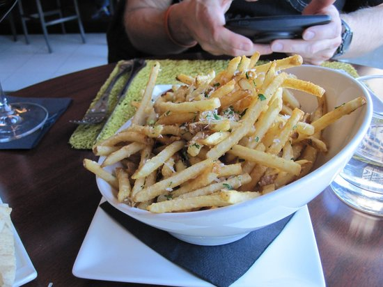 H5O bistro & bar: Fancy fries