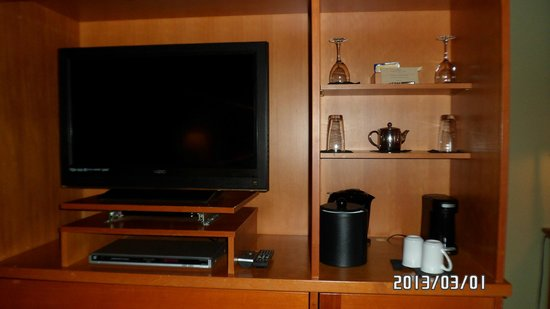 Long Beach Lodge Resort: TV,coffee,tea in room