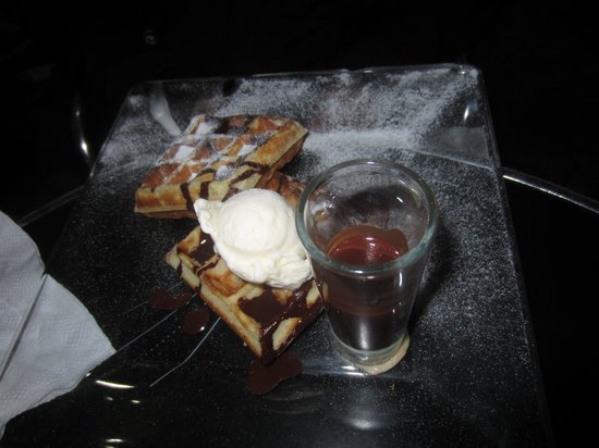 La Casa del Chocolate :                   Waffles w/ chocolate and ice cream