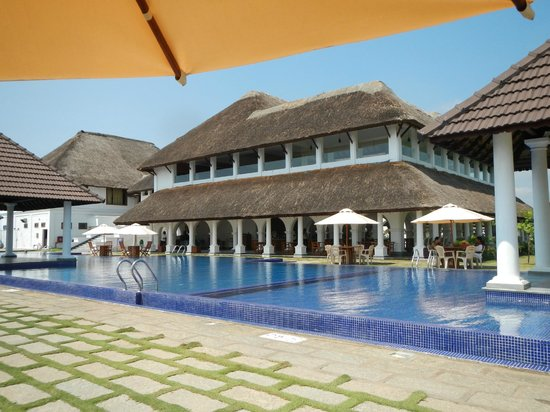 Pool and restaurant picture of le pondy pondicherry tripadvisor for Hotels with swimming pool in pondicherry
