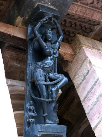 Ramappa Temple:                                     Finely carved Salabhangica