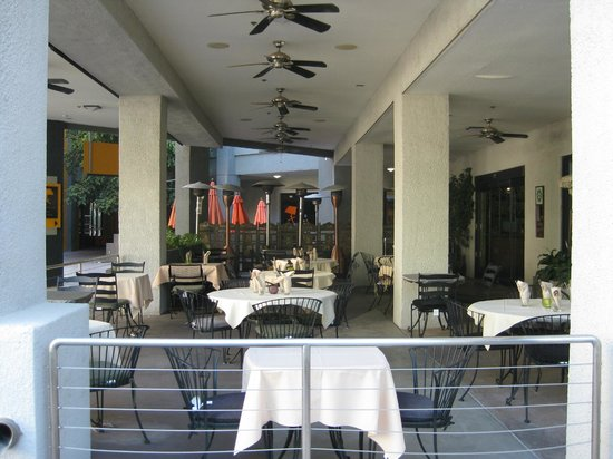 Jewel of the Crown, Cuisine of India: Outdoor seating