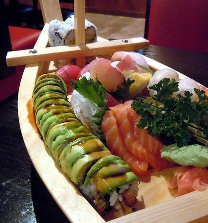 Dominical Sushi: Especial mixto Boat!!
