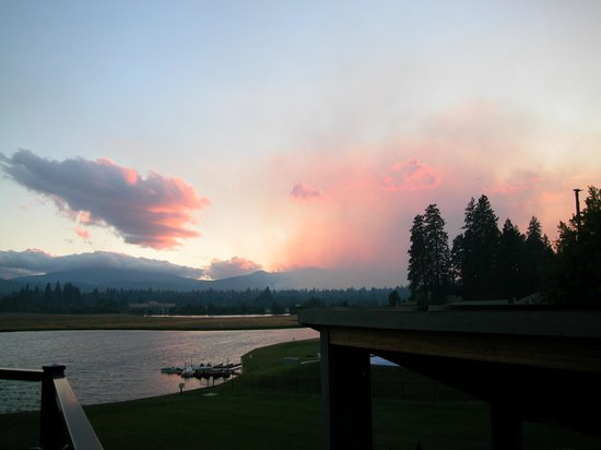The Lodge Restaurant at Black Butte Ranch : Forest Fire over  Black Butte Ranch
