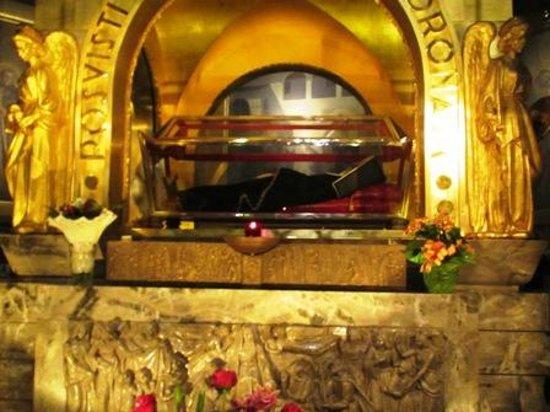Basilica di Santa Rita: St. Rita of Cascia - tomb