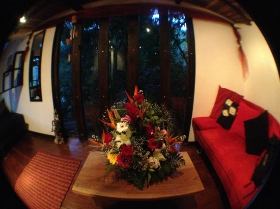 TreeTop House :                   Beautiful flowers I ordered for my parents with the help of Sabine
