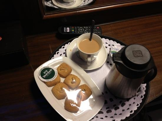 Wood Castle :                   chai n biscuits...yum!