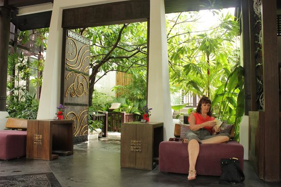 Sareeraya Villas & Suites:                   The lobby sitting room