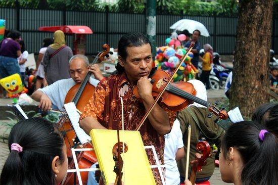 Taman Suropati:                   music class