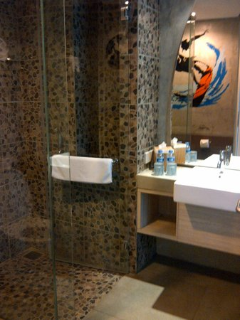 Bliss Surfer Hotel:                   complete amenities