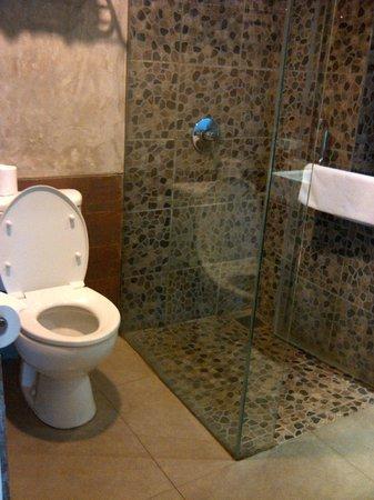 Bliss Surfer Hotel:                   clean bathroom