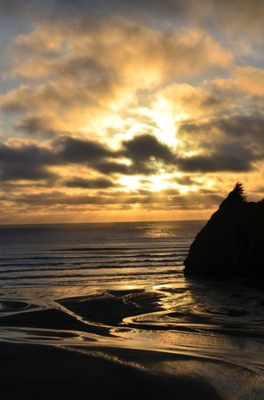 Agate Beach Motel:                   Sunset  by the point