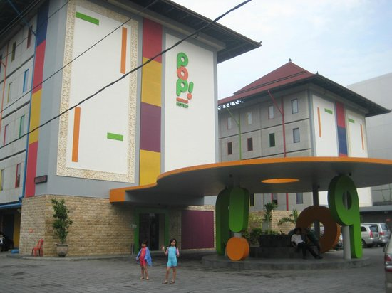 POP! Hotel Kuta Beach:                   Hotel from the Front