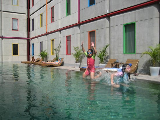 POP! Hotel Kuta Beach:                   Swimming Pool