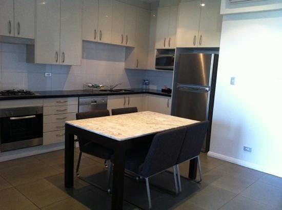 Meriton Suites Waterloo:                   13th floor split level apartment