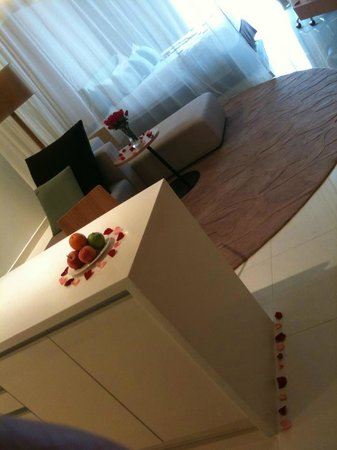 PARKROYAL Serviced Suites Kuala Lumpur:                   The room as you enter