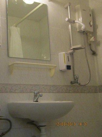 Perak Hotel:                   Bathroom