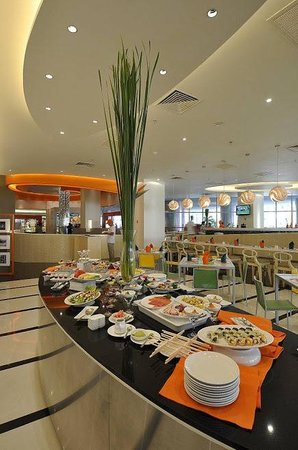 HARRIS Hotel & Conventions Kelapa Gading Jakarta:                   Breakfast Area