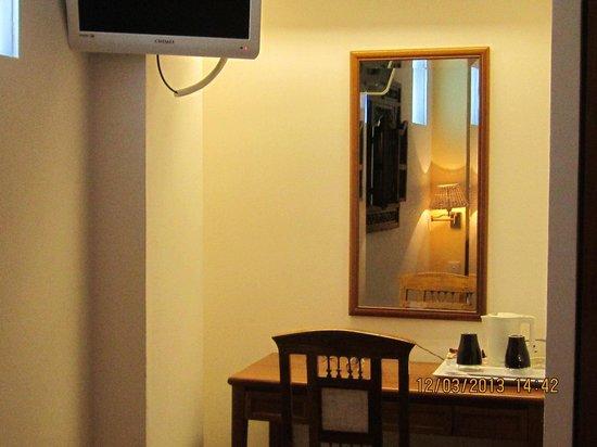 Perak Hotel:                   study table