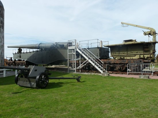 Batterie Todt : canon allemand tirant sur l'Angleterre