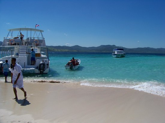 Paradise Island & The Mangroves (Cayo Arena):                   Our yacht for Columbus VIP trip on Paradise Island