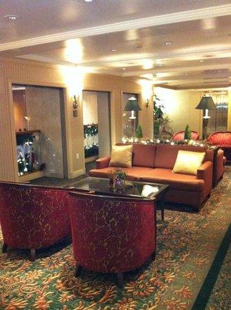 San Carlos Hotel:                   lobby and pc area