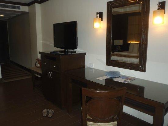 Henann Lagoon Resort:                   tv unit in our room