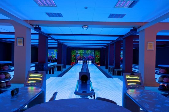 Amber Spa Boutique Hotel: Bowling alley