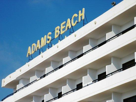 Adams Beach Hotel: Фасад основного корпуса