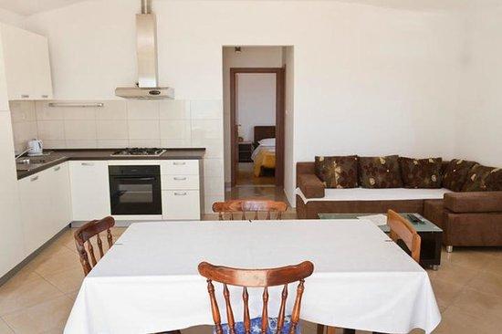 Palma Apartments: living area
