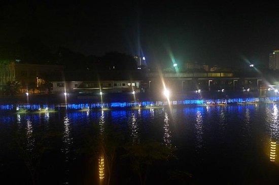 Casa del Rio Melaka:                   River View room Balcony night
