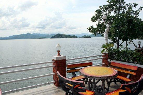 Kaeng Krachan National Park:                   Kaeng Krachan See.