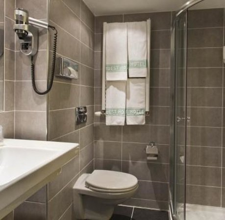L'Ouest Hotel: Bathroom